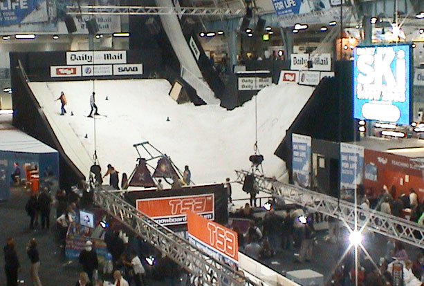 Indoor hip jump for events with real snow