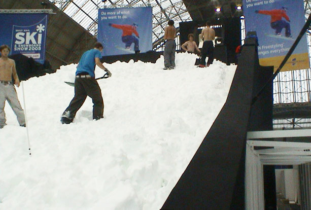 Indoor snow slope with real snow